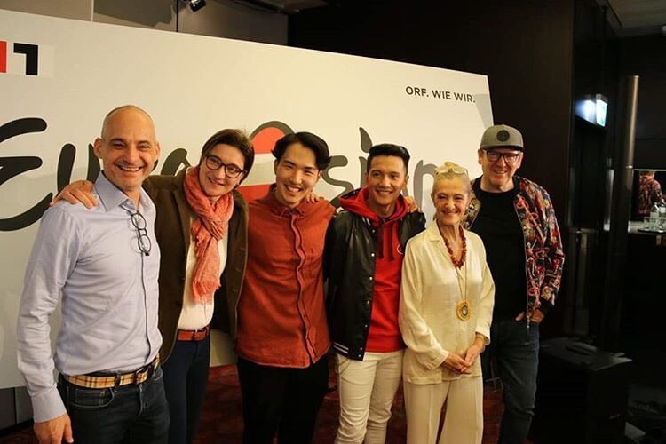 Dave Yang next to Vincent Bueno and the Austrian Eurovision Team